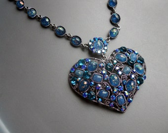 Large 90s Retro Bold Blue Crystal Heart Silver Tone Metal Filigree Pendant Necklace Choker