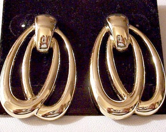 Double Loop Pierced Earrings Gold Tone Vintage Door Knock Layered Smooth Flat Bands Square Top Button