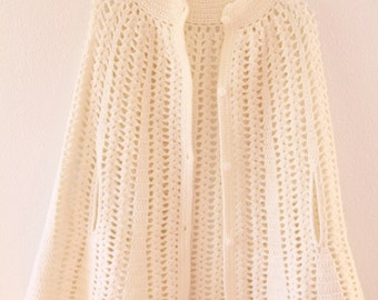 Poncho • Off white • Hand Crocheted • 1970s•Scalloped bottom