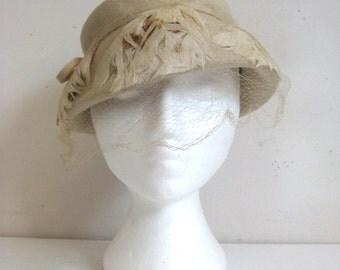 Vintage 1980s Wool Hat Beige Felt Feather Netting Hat Chapeau