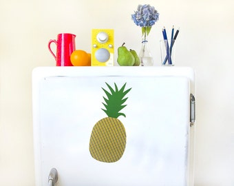 Giant pineapple magnet
