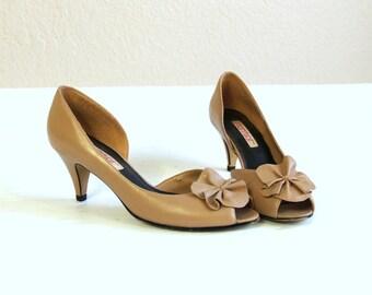 vtg 70s Nude Leather ORIGAMI RUFFLE Peep Toe HEELS boho 6 pumps shoes avant garde