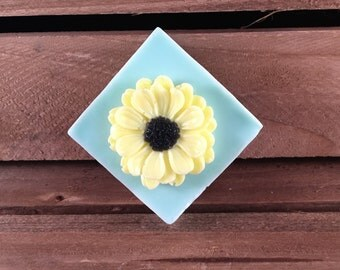 Gerbera Daisy Soap: Decorative Flower Guest Soap Bar. Such a Pretty Soap for Guests, Gifts or for You! You choose colors/scent!