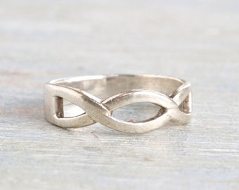 Infinity Ring in Sterling Silver - Ring Size 6.5