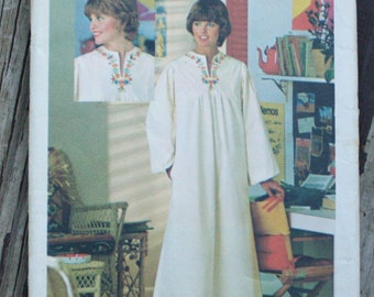 Butterick 4560 1970s 70s Caftan Vintage Sewing Pattern  Size 10 Bust 32.5