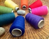 "Organic 8 / 2 cotton weaving yarn 8 cone set ""Mini Rainbow Gathering"": Saorisantacruz"