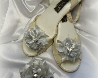 Silver Platinum Satin Organza  Matching 'Bonnie Wee' Shoe Clips, 3 Piece Set, Hair Clip Shoe Clip Set