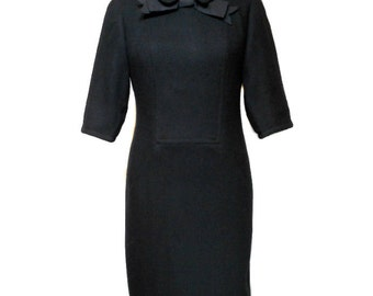 vintage 1960s black wool wiggle dress / Alison Ayres / Mad Men / LBD / wool crepe / rockabilly pinup vlv / women's vintage dress / size 8