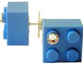 Light Blue LEGO (R) brick 2x2 with a Diamond color SWAROVSKI crystal on a Silver/Gold plated stud