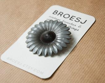Grey Flower Brooch Pin Plastic Vintage Daisy