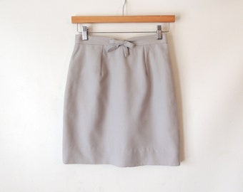 60s Gray Wool Mini Skirt with Bow / High Waisted Pencil Skirt / Mini Pencil Skirt  / XS Extra Small XXS / Lyn Taylor Original / Silver Grey