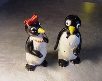 Vintage Salt  Pepper SHAKERS KOOL Willie & Minnie Penguin ADVERTISEMENT