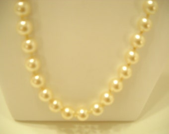 """Vintage 20"""" Glass Pearl Necklace (5039) 8mm"""