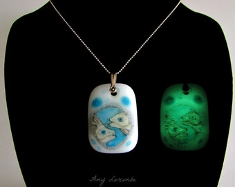 Glow in the Dark Glass Necklace - Pisces Fish - Free U.S. Shipping