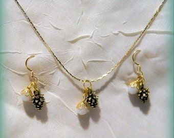Snowball Crystal and Pinecone 24 Gold Chain Necklace and Earrings Gift Set