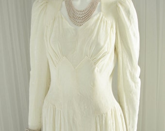 Hard to Find 1940's Soft Panne Velvet Bridal Gown Wedding Dress in a  Figure Enhancing Cut