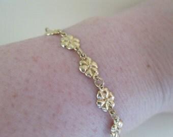 Vintage 18K Gold Delicate Plumeria Hawaiian Flower Bracelet