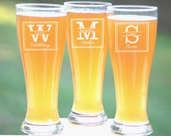 Groomsmen Wedding Gift, 4 Personalized Beer Glasses, Custom Engraved Pilsner Glass, Wedding Party Gifts, Gifts for Groomsmen, 16oz Glasses