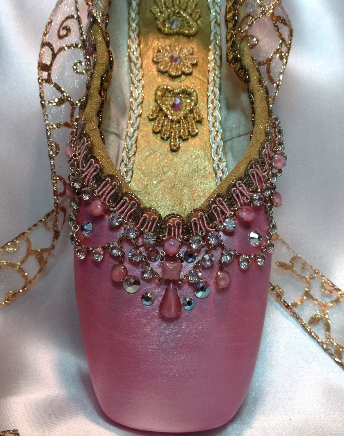 Pink and gold decorated pointe shoe with vintage jewels for Ballet shoes decoration