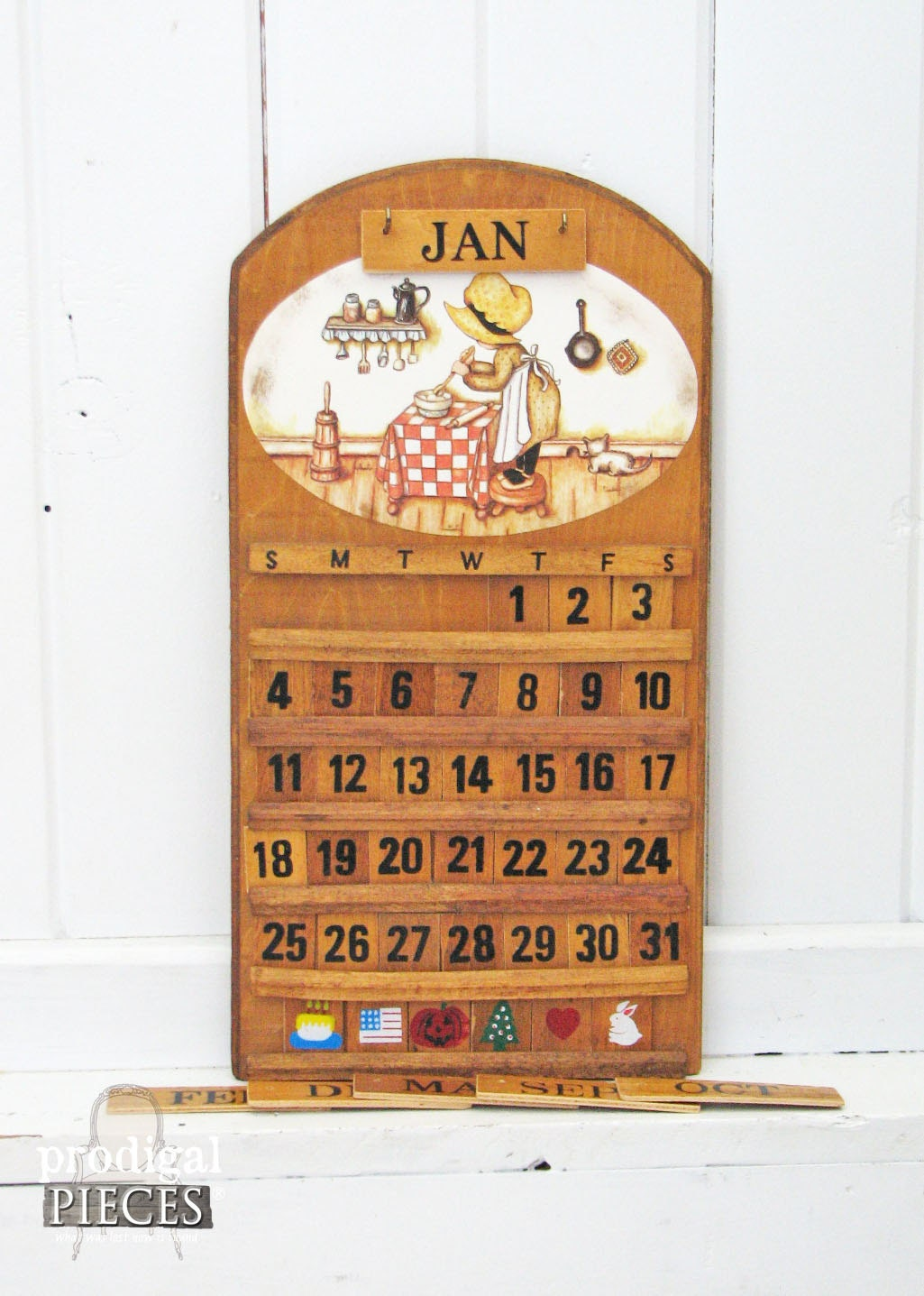 Rustic wooden wall hanging calendar with holly hobbie style - Wooden perpetual wall calendar ...