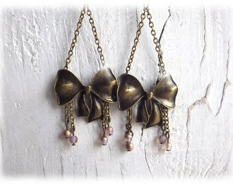delicate bow - earrings in a vintage style with soft pink glassbeads