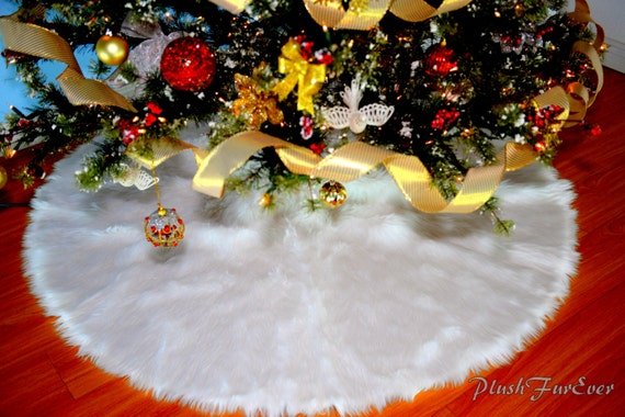 Snow white warm christmas tree skirt by