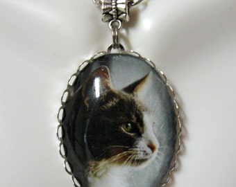 Gray and white cat profile pendant with chain - CAP09-045