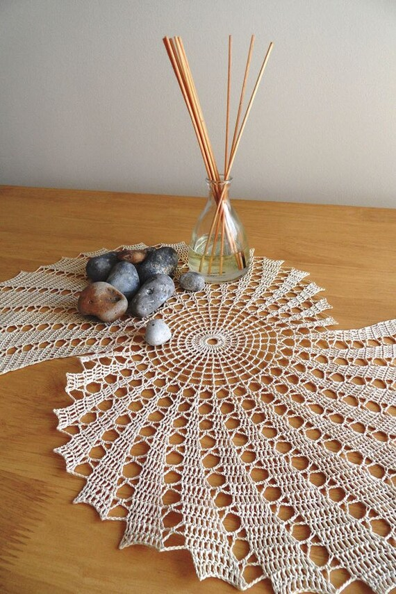 Coquillage motif main crochet chemin de table napperon for Chemin de table beige