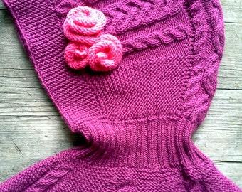 Helmet hat / Cables / merino wool / roses/  lady like / comfortable