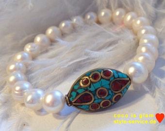 Bracelete from pearls