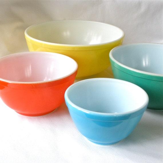 Vintage Kitchen Bowls: Pyrex Mixing Bowls Primary Colors Set Of 4 Retro Kitchen