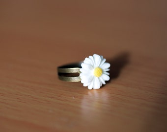 White and Yellow Daisy Flower Adjustable Ring