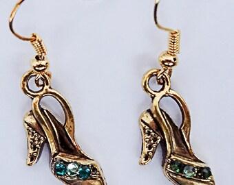 0679 - HIGH HEEL EARRINGS, high heel jewelry, shoe earrings, shoe jewelry, jeweled shoes, green and gold, dangle earrings, dangle jewelry,