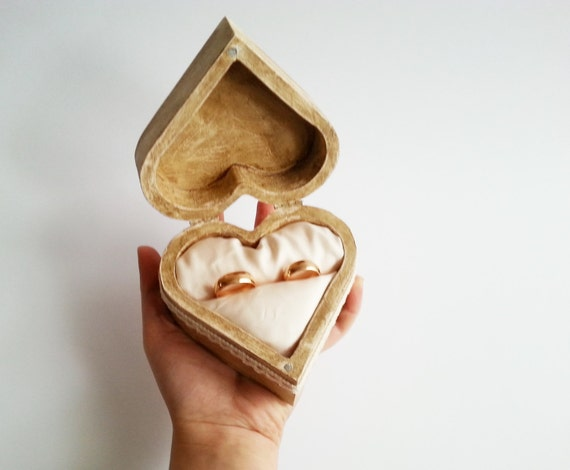 Patinated heart shaped wedding rings box rustic looking for Heart shaped engagement ring box