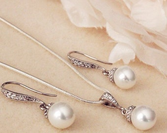 Bridesmaid Gift Set Pearl Wedding Jewelry Set Bridal Jewelry Set White round pearl wedding earrings and necklace set bridal party gift