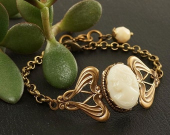 "Cameo Bracelet ""Cream-Champagne"", vintage glass 13x18mm (#5963)"