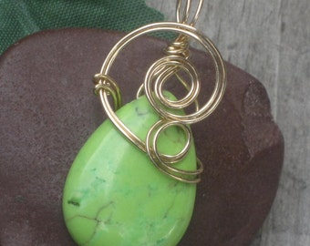 WSP-0174 Handmade Green Chalk Turquoise Pendant Necklace Wire Wrapped with Non Tarnish Gold Wire