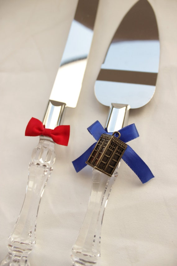 dr who wedding cake server and knife tardis and bowtie. Black Bedroom Furniture Sets. Home Design Ideas