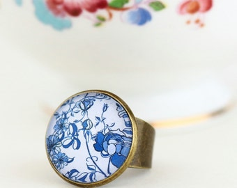 Blue and White Statement Ring with Mosaic Pattern, Porcelain Look Brass Ring, Glass Ring, Adjustable Ring, Gift For Woman, Valentines Gift