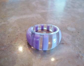 1970s Clear TRANSPARENT & LAVENDER PURPLE Lilac Stripe Layered Vintage Lucite Ring Size 8