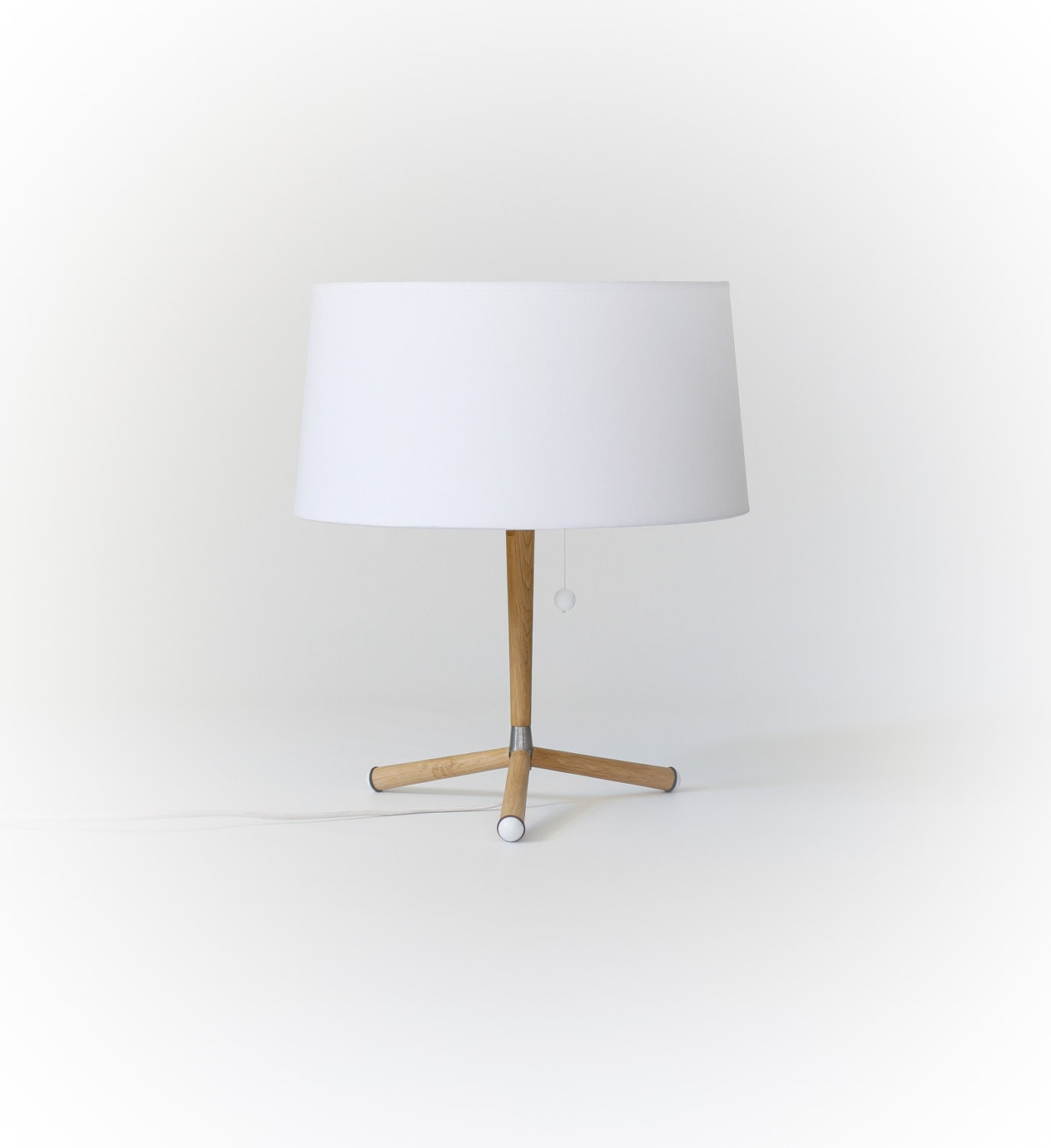 new table lamp in oak wood cotton lamp shade. Black Bedroom Furniture Sets. Home Design Ideas