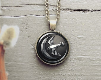 Game of Thrones House Arryn 25mm pendant, silver plated or antique bronze necklace, matching color chain is included