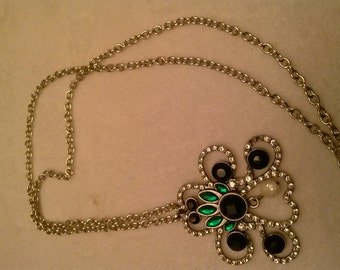 Vintage style faux emerald and pearl necklace