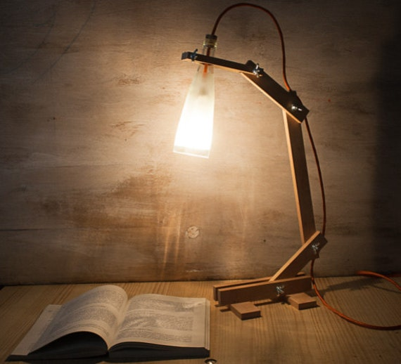 Wood lamp desk lamp bottle lamp recycled bottle lamp for Fotos de lamparas de mesa