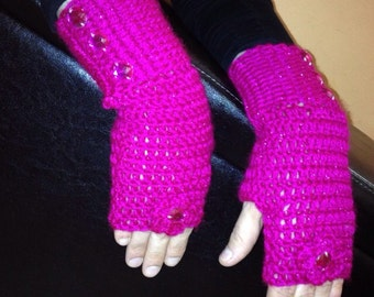 Fuchsia fingerless gloves with flower and button