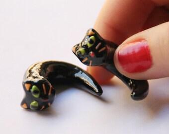 black cat plugs, cat ear gauges, cat earrings, black ear plugs, gothic ear plugs, unique ear plugs, polymer clay ear plugs