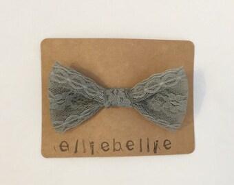 Gray lace bow clip