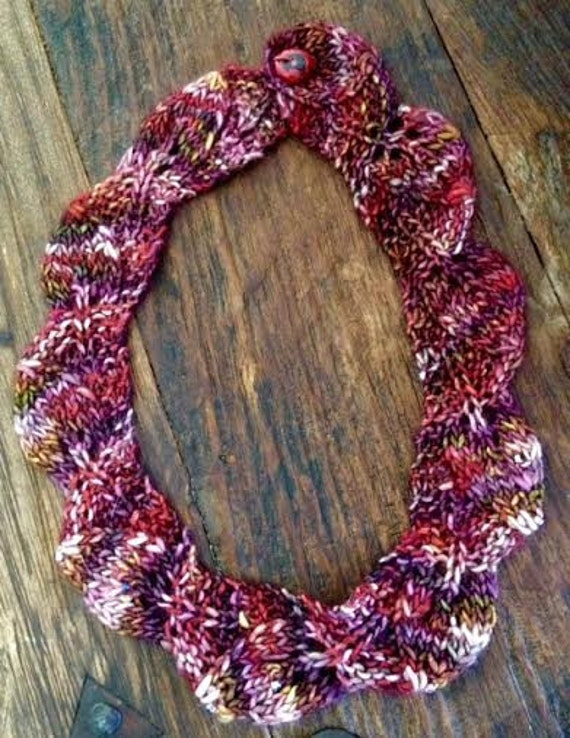 Knit pattern for necklace with beads