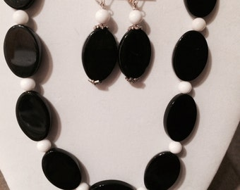 black and white necklace with earrings set made with white jade and black onyx