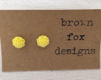 Lemon resin dahlia flower stud earrings